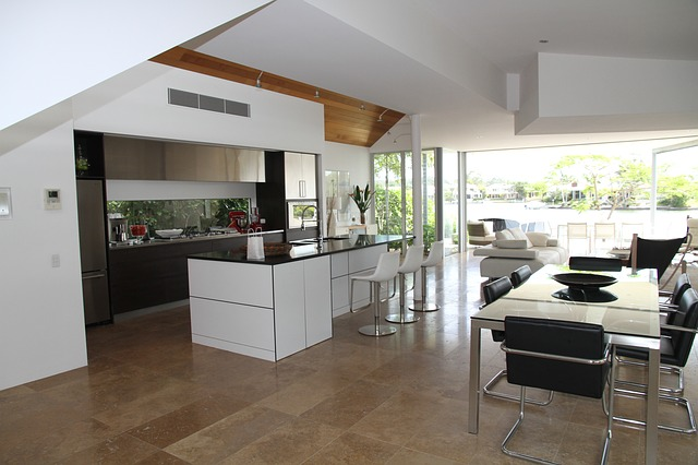 skleněná stěna u kuchyně