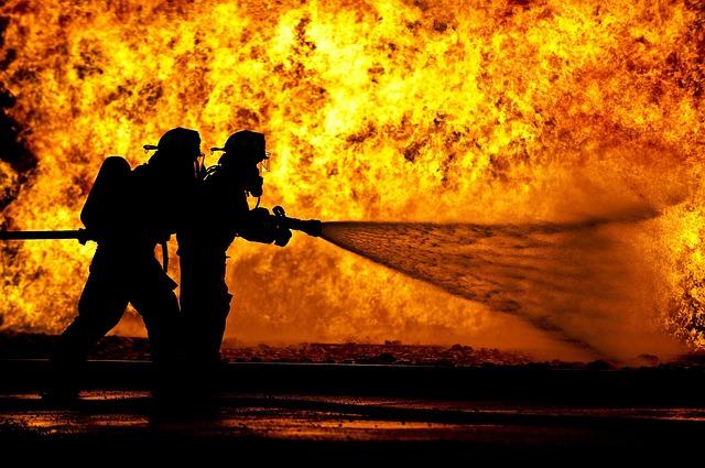 dva hasiči